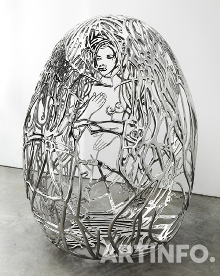 가다 아메르, 'The Blue Bra Girls'.  Casted and polished stainless steel, 182.9 x 157.5 x 137.2 cm, 2012.(사진=국제갤러리)